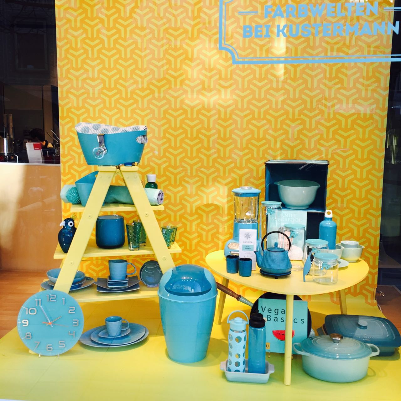 SATURDAY SMALL BUSINESS RETAIL VISUAL MERCHANDISING INSPIRATION